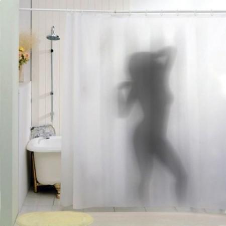 Dušo užuolaida - nuoga moteris duše