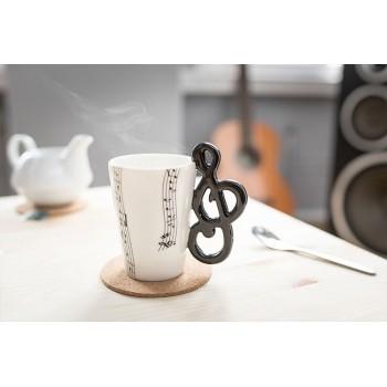 Puodelis su smuiko rakto formos rankena